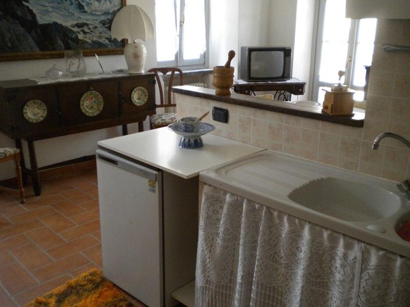 Angolo cottura e soggiorno riva antica molina - Soggiorno e angolo cottura ...
